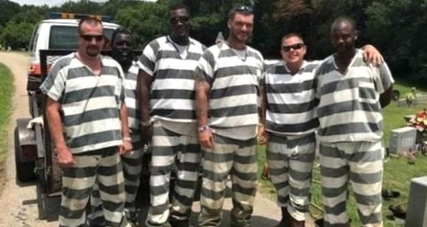 ABD'de Cezaevi Personeli Kalp Krizi Geçirirken Kaçmayıp Yardım Eden Mahkumlara Ödül